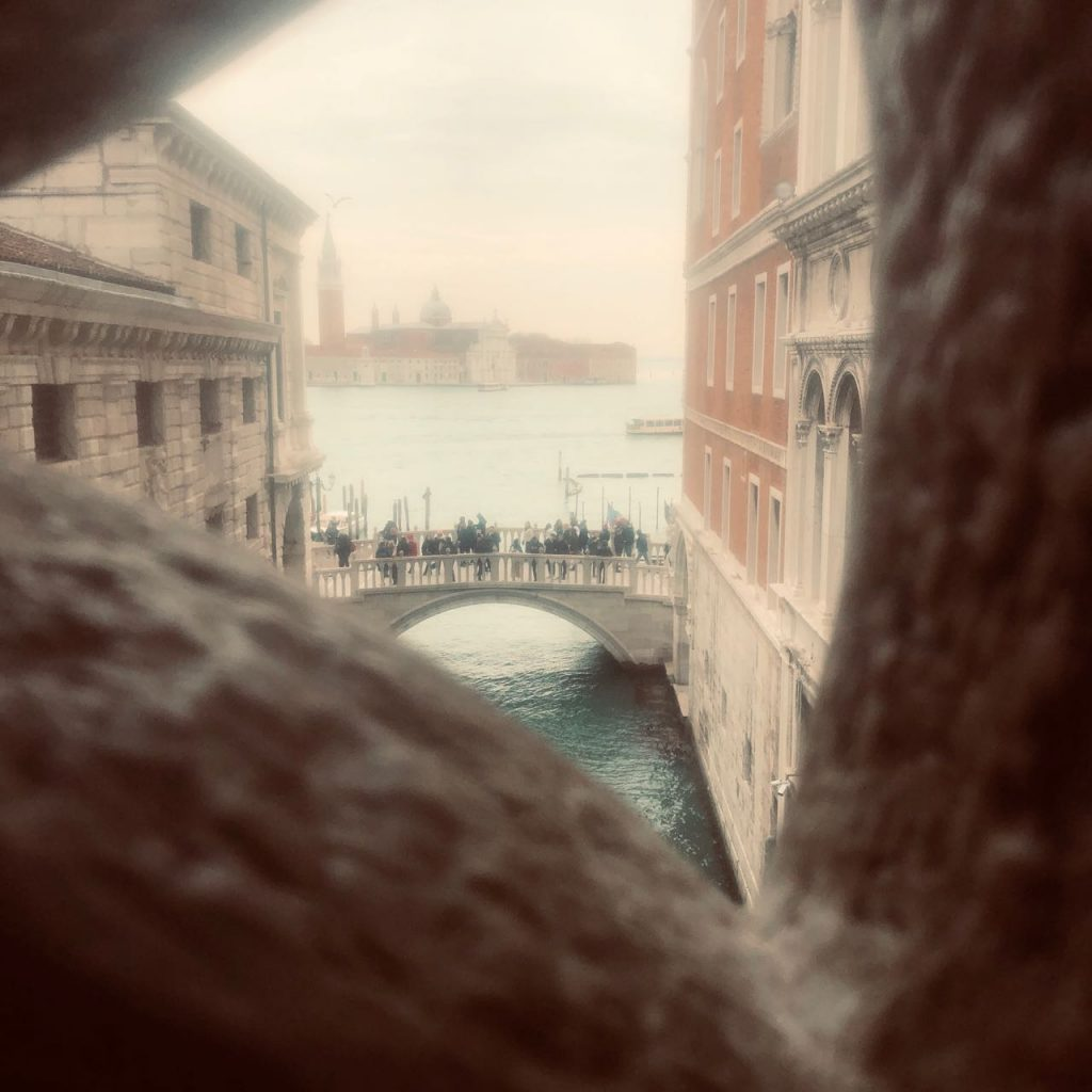 A natural viewfinder formed within the cutouts of the stone facade of the Doge's Palace. Photo credit: Juhn Maing.